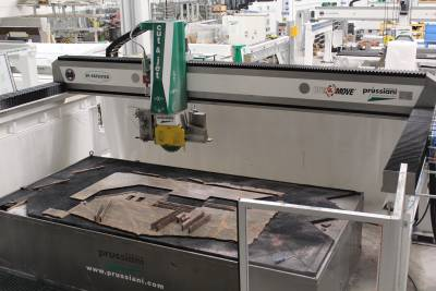 Prussiani system cutting a stone slab